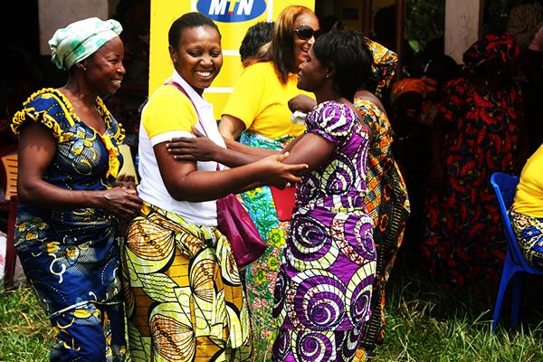 Les femmes de MTN Congo solidaires des maraîchères de Brazzaville ...