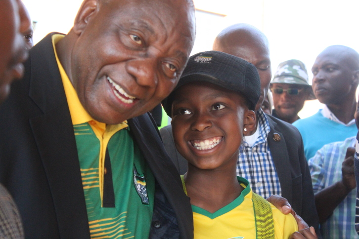 Cyril Ramaphosa exchange words with young ANC supporter in Braamfischer