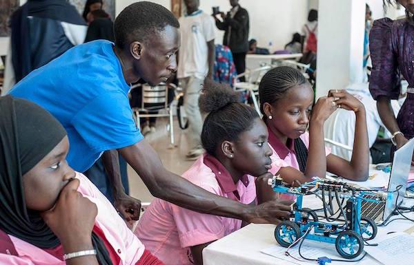 2le roboticien sénégalais Sidy Ndao a créé le Pan African Robotics Competition PARC dont le but est de faire connaître la robotique aux jeunes africains.