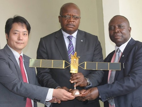 M. Shao Xu Project manager de China Great Wall Industry Corporation. M. Thoma Luhaka Losendjola vice Premier Ministre en charge des PT NTIC. M. Richard Achinda ADG du RENATELSAT juin 2015