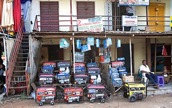 Les générateurs sont interdits d'importation, mais ils sont tolérés, probablement pour sauvegarder la paix sociale.