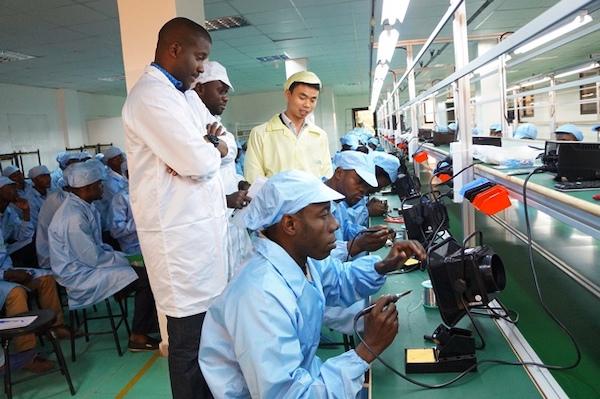 L'entreprise VMK du Congolais Vérone Mankou tente de s'imposer sur le marché africain.